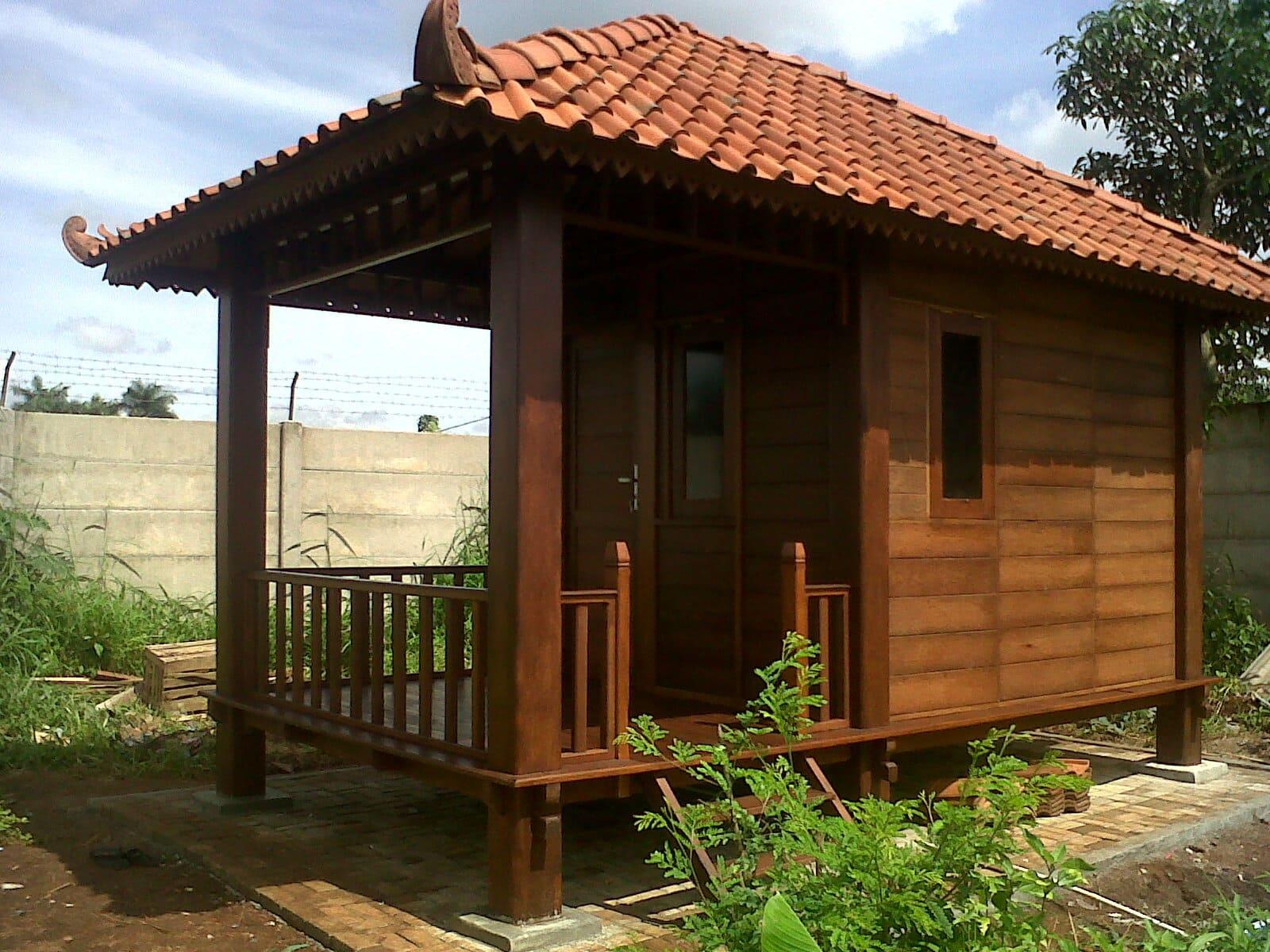 rumah kayu batu